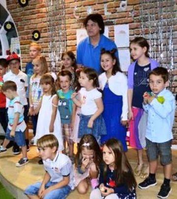 Druženje za pamćenje: Čola sa decom u Emiratima (FOTO)