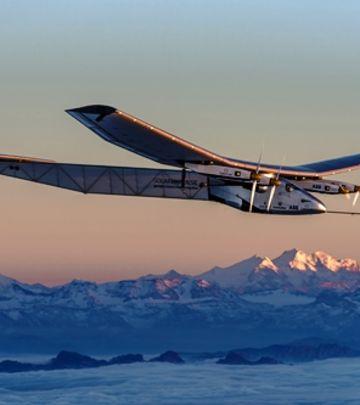 FANTASTIČNA MISIJA: Avion bez kapi goriva krenuo na put oko sveta! (VIDEO)