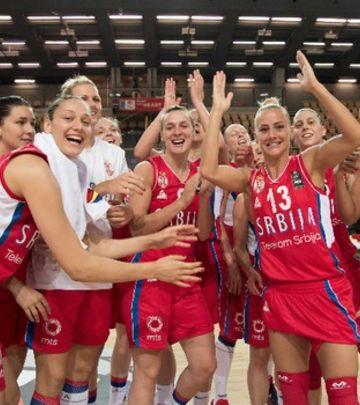 Ovacije: Srbija dočekala zlatne košarkašice (VIDEO)