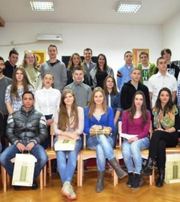 Mali Svet: Postanite ponosni sponzor jednog đaka u Srbiji