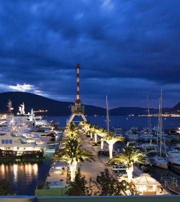 Mala, ali najlepša: Flights in Montenegro