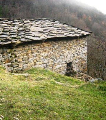 U zagrljaju zavičaja: Gostuša – kameno selo u Srbiji (FOTO)
