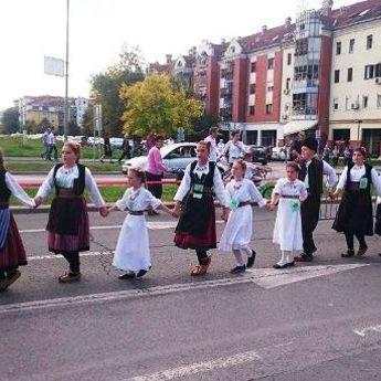 Novi Sad: Folkloraši oborili Ginisov rekord! (VIDEO)