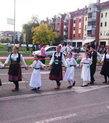 Novi Sad: Folkloraši oborili Ginisov rekord! (VIDEO)