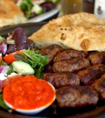 Ovako Ameri reaguju kad prvi put probaju balkansku hranu!