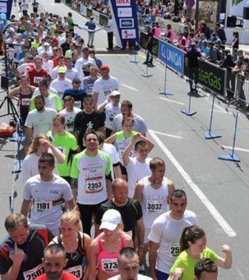 Trofej za milionitog učesnika Beogradskog maratona