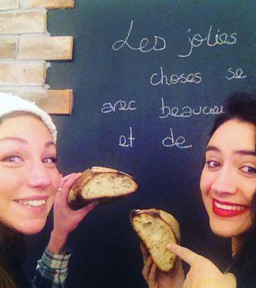 Francuskinje mese kroasane u sred Beograda