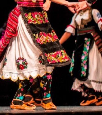 Praznik srpskog folklora: Nastup Ansambla KOLO u pustinji