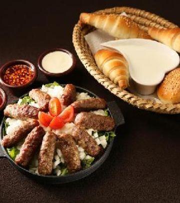 Balkanski branč u pustinji - novi tajming, više hrane! (FOTO)
