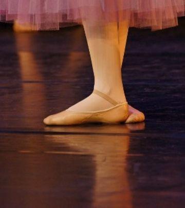 Oglas: Potrebne profesorke baleta
