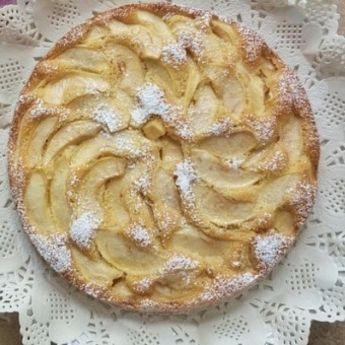 Sočna i osvežavajuća: Prevrnuta torta sa jabukama