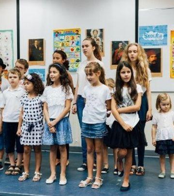 DUBAI ŠKOLICA: Govori srpski da te ceo svet razume! (FOTO)