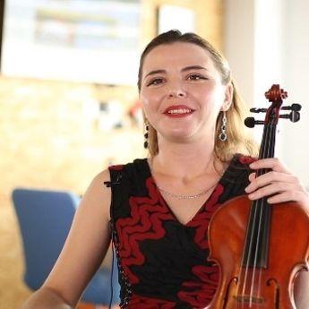 Priče iz pustinje – Snežana Ivković: Sa violinom kroz svet