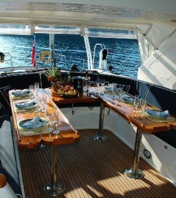 DUBAI DOLČE VITA: Dostava hrane na otvorenom moru! (FOTO)