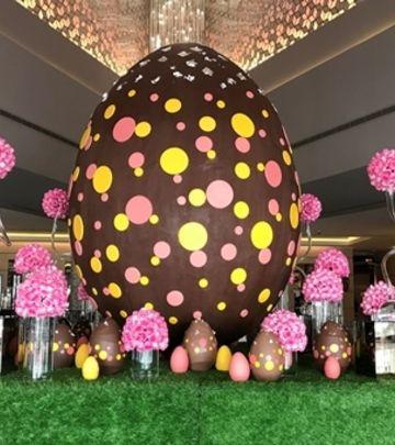 Rekordi: Najveće čokoladno uskršnje jaje u Dubaiju (FOTO)