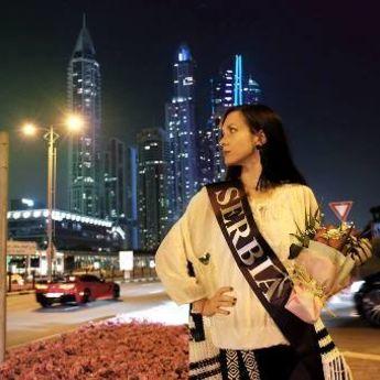 FOTO-PRIČA: Dela srpskih umetnica na izložbi u Dubaiju