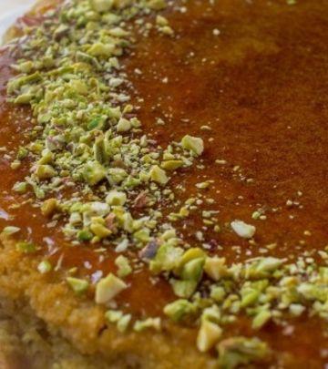 Sladak, sočan i neodoljiv: Basbousa slatkiš