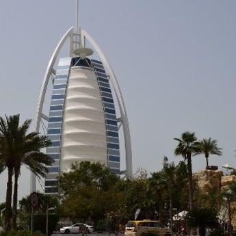 Dubai luksuz: Promocija najskupljih cipela na svetu (FOTO)