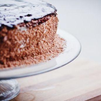 Brz i sočan čokoladni kolač sa rumom