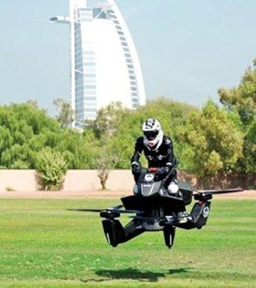 DUBAI KAO HOLIVUD: Policajci na letećim motociklima (VIDEO)