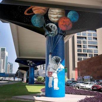 Fascinantno: Murali na stubovima u Dubaiju