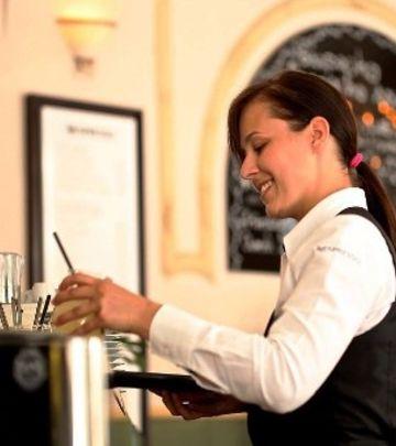 Oglas: Poslovi za šefa kuhinje, supervizora i konobarice