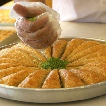 FOTO-PRIČA: U Tuzli napravljena baklava od 800 kilograma!