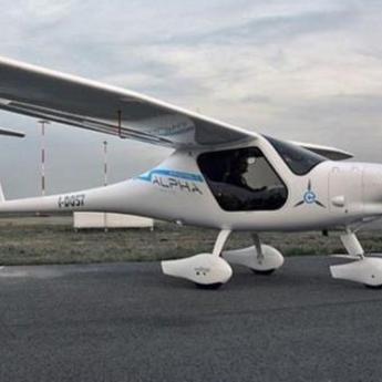 Slovenački avioni na električni pogon na nebu iznad UAE