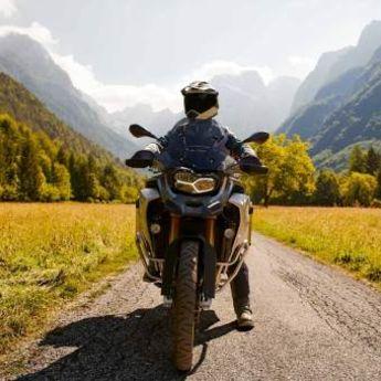 PRVI PUT U ISTORIJI: Od Dubaija do Beograda MOTOROM! (FOTO)